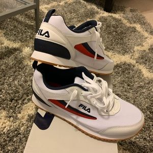 Fila realm runner tennis shoes